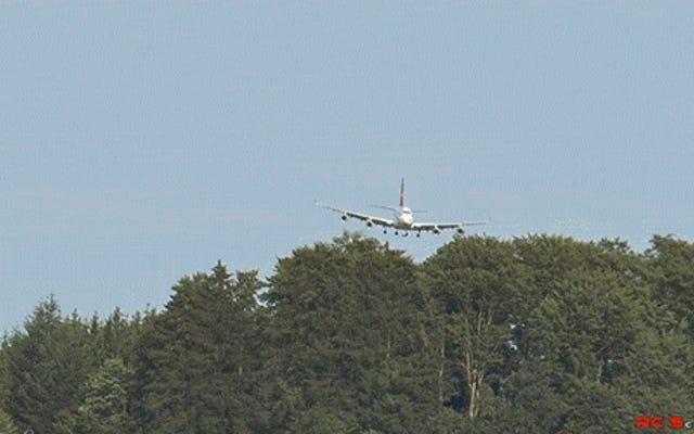 Este Boeing 747 es en realidad un modelo de avión de juguete gigante perfectamente detallado