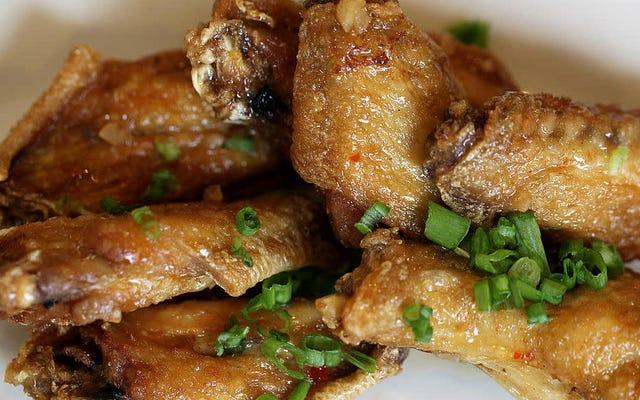 L'America viene a conoscenza della carenza di ali di pollo giusto in tempo per la domenica del Super Bowl
