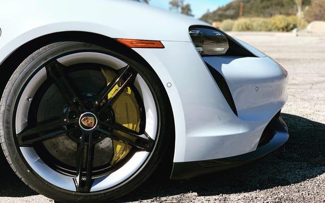 Le auto elettriche sono migliori per l'ambiente rispetto a un'auto a benzina da 50 MPG: rapporto