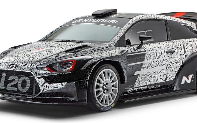 Émerveillez-vous devant les larges hanches, l'énorme aile et la folie générale de la voiture i20 WRC 2017 de Hyundai