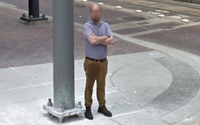 Google Car cattura la terribile giornata di lavoro di un ragazzo per l'eternità