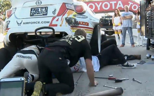 ライアン・タークがクルーに加わってフォーミュラドリフトカーを試して修理するのをご覧ください