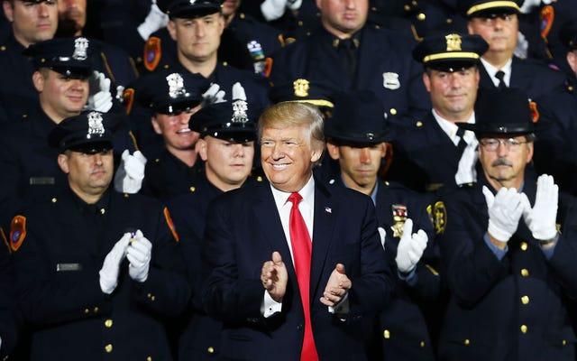Президент только что сказал комнате, полной белых полицейских, что он не боится жестокости полиции. Вот почему меня это не беспокоит