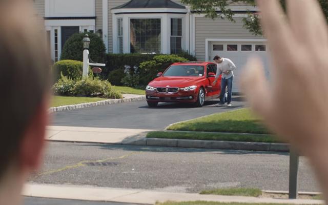 बीएमडब्लू के टेस्ला मॉडल 3 पर हमला विज्ञापन काफी मज़ेदार हैं