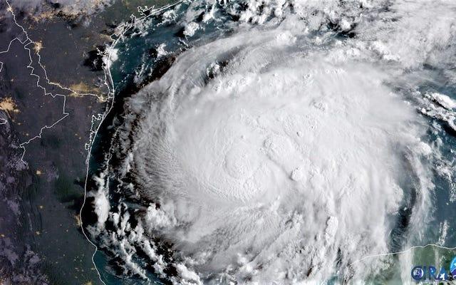 Cómo mantenerse seguro durante un huracán