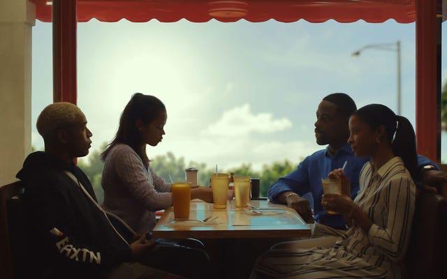 黒人の家族の物語を語る白人の男であることについてのWavesディレクター