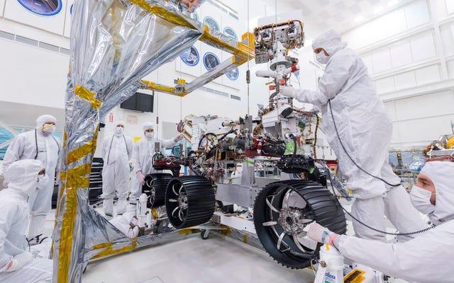 НАСА поставило колеса на свой марсоход Mars 2020 и, черт возьми, это действительно происходит
