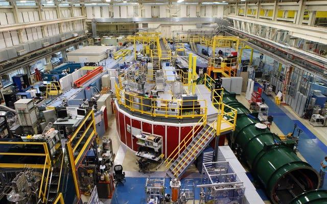 Mini reactor nuclear en laboratorio gubernamental cerrado después de una fuga de radiación