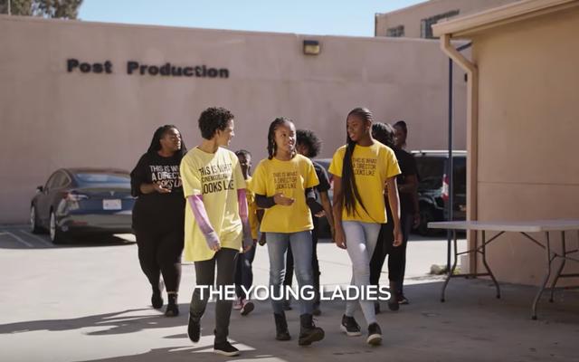 フォードが若い黒人の女の子に、プロダクションマジックを作成するために「驚異的に構築された」と信じさせる方法