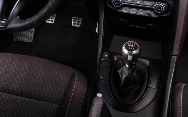 アメリカ人は2019年にマニュアルトランスミッション車よりも多くのEVを購入しました