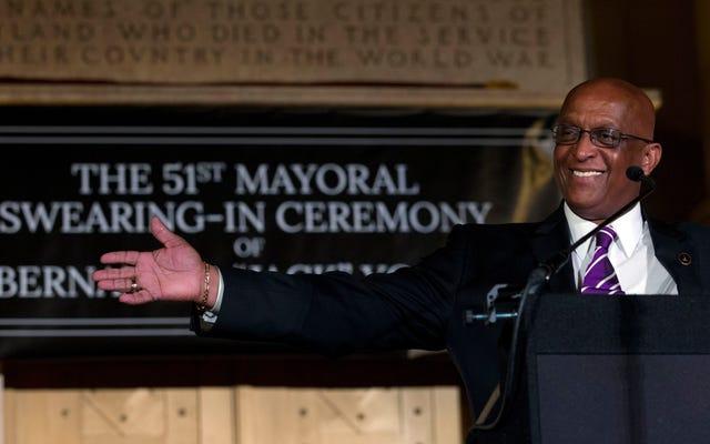 Walikota Baltimore Bernard 'Jack' Young Mendorong Warga Berhenti Menembak Satu Sama Lain Karena Rumah Sakit Akan Membutuhkan Tempat Tidur untuk Pasien Coronavirus