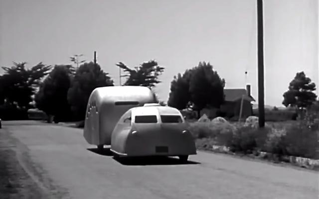 この1935年の流線型の未来の車は美しい死の罠のように見えます