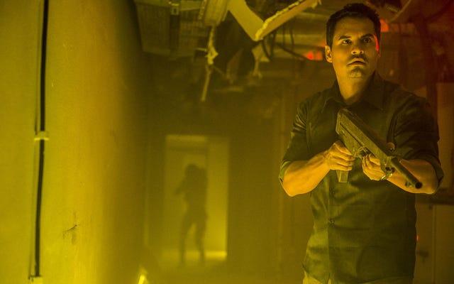 アントマンのマイケルペーニャがNetflixの最初の絶滅トレーラーで世界を救う