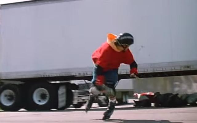 Давайте вернемся к самой опасной гонке на роликах в истории кинематографа.