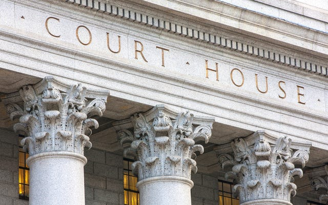 これらの4つの裁判所の判決は、警察にあなたの権利を乱用する強力な武器を与えます。彼らは行く必要があります