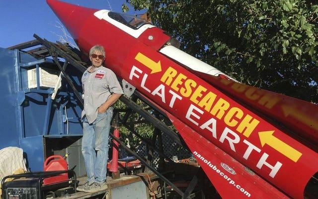 Cet homme décollera dans une fusée artisanale fabriquée par lui-même pour montrer que la Terre est plate