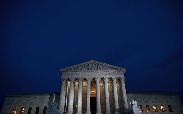 La Cour suprême autorise la suprématie blanche à infecter la loi sur l'immigration avec une décision de `` charge publique ''