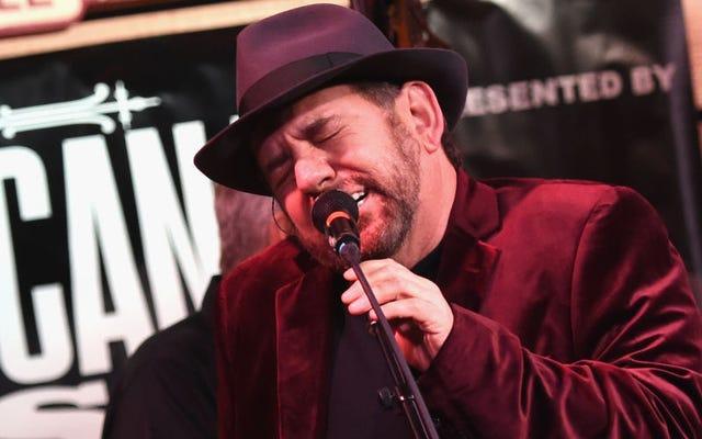 วิดีโอเทศกาลดนตรีใหม่แสดงให้เห็น James Dolan ที่ Peak Weenie
