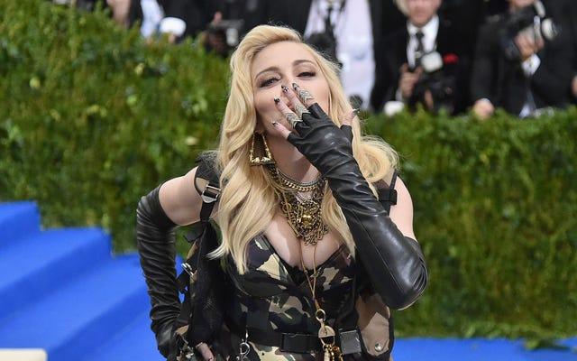 Madonna a qualifié Whitney Houston de médiocre dans une lettre aux enchères