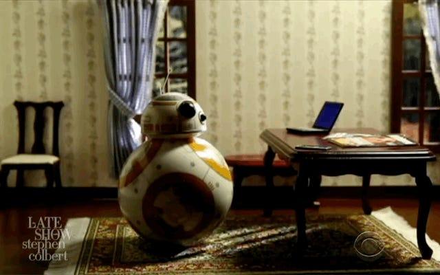 BB-8 Mabuk dan Kencing Itu Porgs Mencuri Sorotan di Colbert Clip