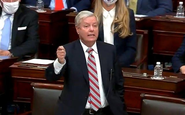 「この謝罪はでたらめであり、私はあなたに嘘をついています」と共和党上院議員は広範なメディアの賞賛に言います