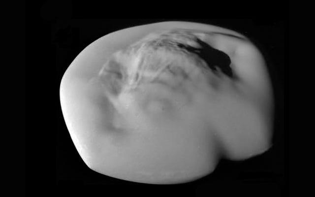 Les `` lunes annulaires '' en forme de ravioli de Saturne peuvent s'être formées à la suite d'un impact géant