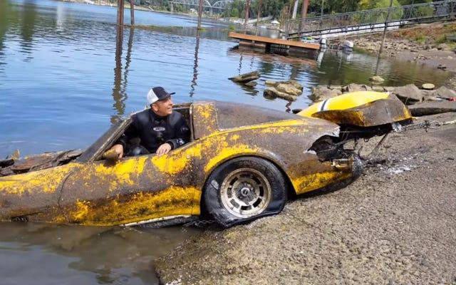 Corvette Ini Menghabiskan Lebih Dari 20 Tahun Di Dasar Sungai