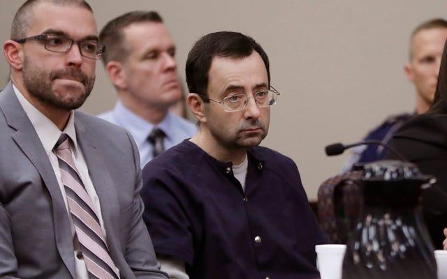 """El juez lee una carta de Larry Nassar en la que culpa a las víctimas de Batshit, donde escribió """"El infierno no tiene furia como una mujer despreciada"""""""