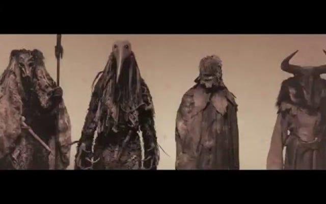 ゴッサムのウィーブルースウェインは暗闇の中で不潔な、不潔な幽霊に取り憑かれています