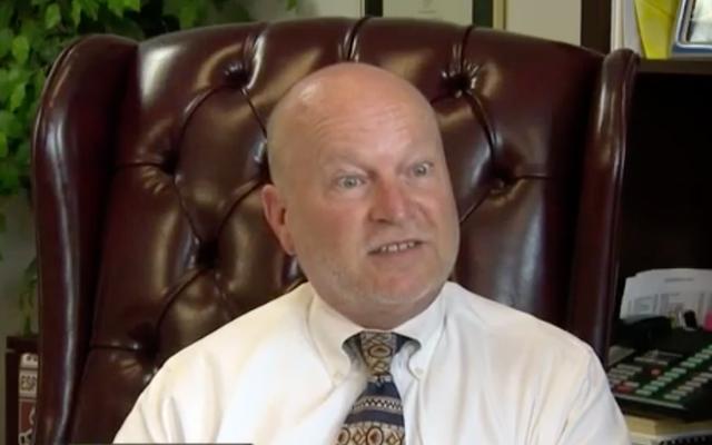 Судья из штата Теннесси, предложивший свободу в обмен на стерилизацию, получил мягкий выговор