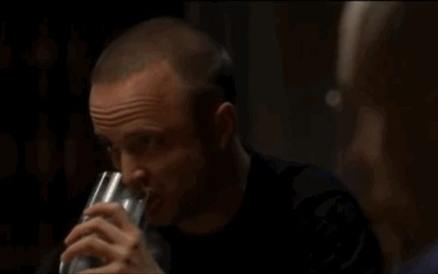 コカ・コーラがボトル入り飲料水を販売した日は、それが精液でいっぱいだったことを意味します