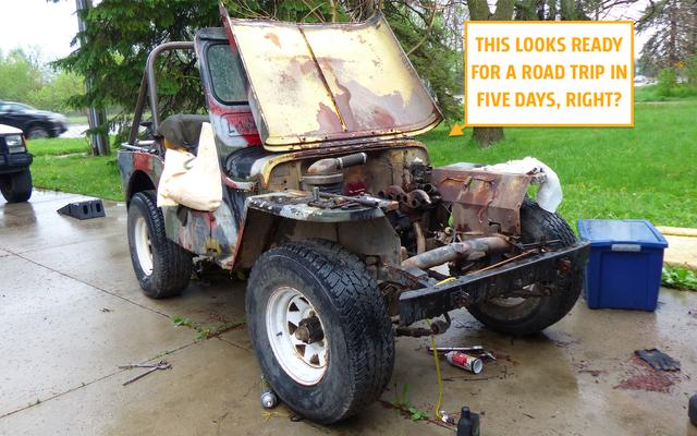 Un acheteur arrive sur la route de ma Jeep 1948 mais le moteur est en 1000 pièces