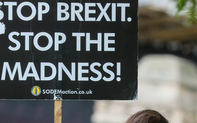 Facebook dit que les candidats politiques britanniques sont cool de mentir aussi. Joie.