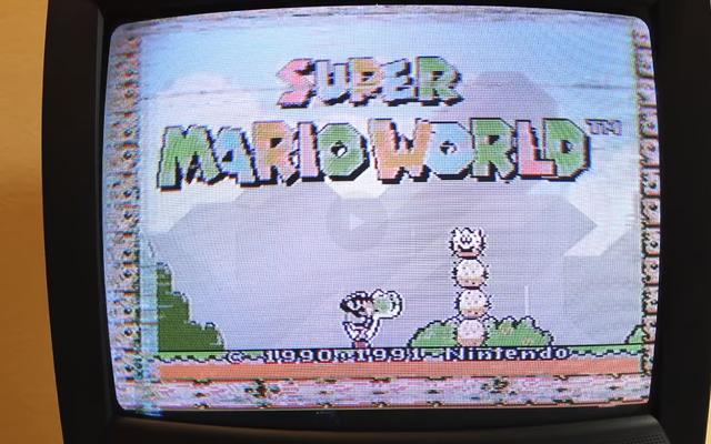 Un programmeur pirate une cartouche pour exécuter des jeux SNES sur la NES