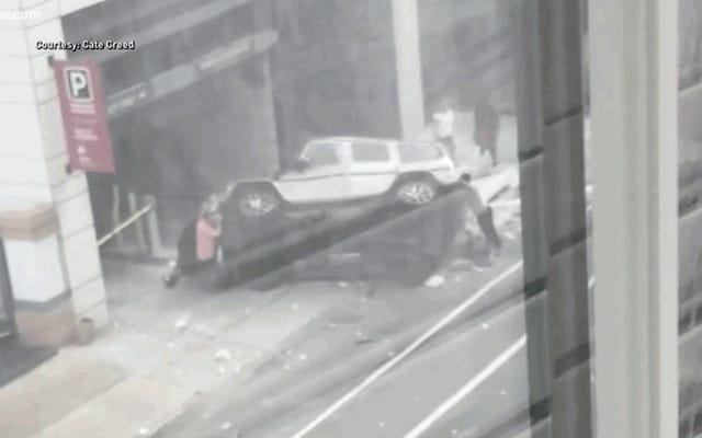 Jugador de los New Orleans Saints ayuda a rescatar a un hombre después de que un todoterreno se cayera del estacionamiento