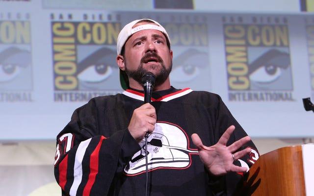 ケビン・スミスは、ヒット・ガールの映画を作ることについてのキック・アスのスピンオフコミックを書きました