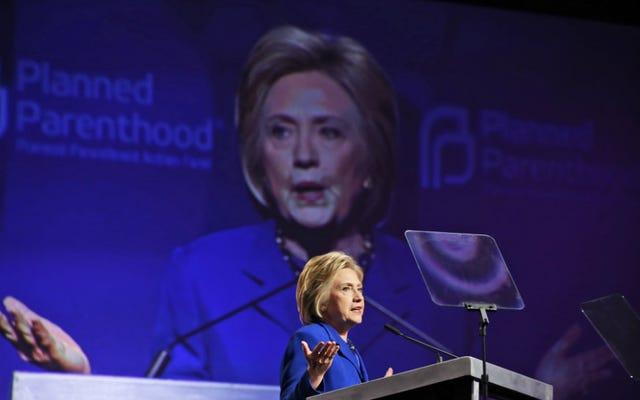 ヒラリー・クリントンが計画された親子関係に取り組み、ドナルド・トランプが福音派の有権者に話しかける