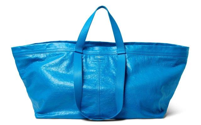 Balenciagaによって署名されたこの2,000ドルのIkeaバッグは、Kottbüllarミートボールを運ぶのに理想的です