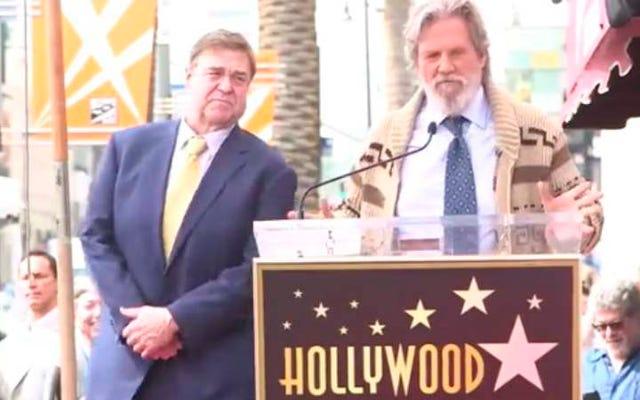 Jeff Bridges, The Dude'u geri getirerek John Goodman'ı onurlandırdı