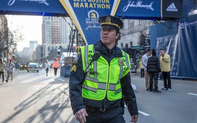 Vatanseverler Günü, Boston Maratonu bombalamasını çoğunlukla sürükleyici bir prosedüre dönüştürüyor