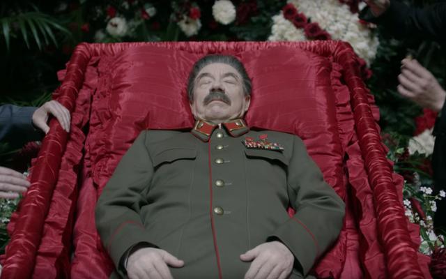 新しいスターリンの葬送騒動の予告編では、絶対に何も制御されていません