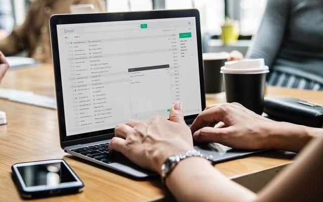 電子メールの返信をスケジュールするにはどうすればよいですか?
