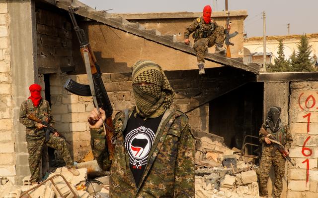 このスウェーデンの教師は、ISISの手から学生を救うために傭兵隊を雇いました