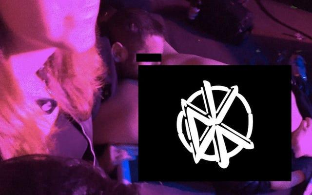 Pussy Eaten บนเวทีคอนเสิร์ต Punk