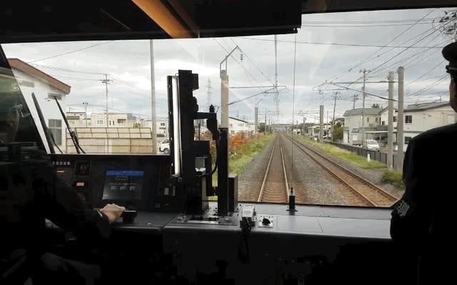 जापान में ट्रेन कंडक्टर पूरे यात्रा में हाथ के इशारों और संकेतों का उपयोग क्यों करते हैं