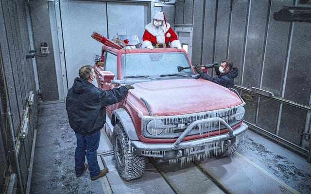 Święty Mikołaj zamieni sanie na Forda Bronco
