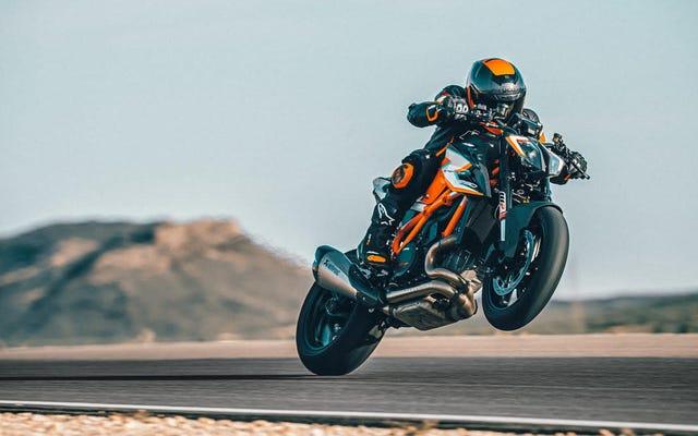 KTMの新しい$ 30,000スーパーバイクは48分でその生産全体を完売しました