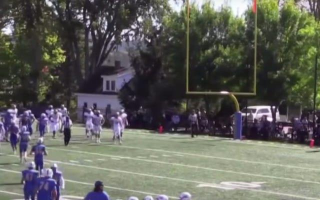 大学フットボールの試合中に大砲によって頭を撃たれた審判