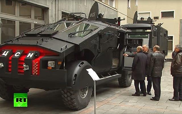 Putin inspecciona el 'castigador' del Servicio Federal de Seguridad y otros vehículos intimidantes