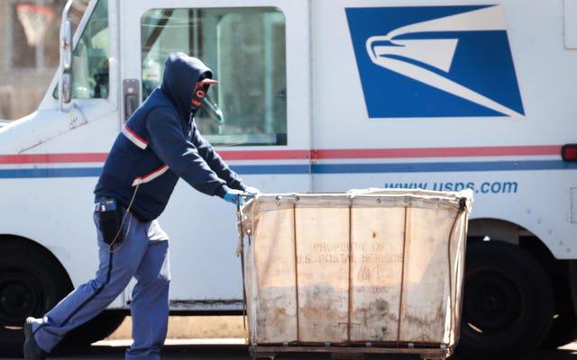 上院議員は郵便局での変更が11月の投票を妨害する可能性があることを心配している